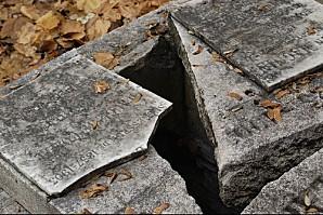 cimetiere-pere-lachaise - tombe ouverte