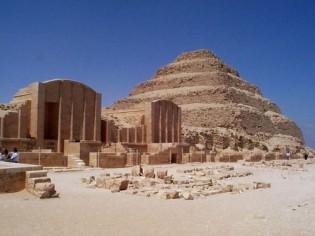 Saqqara, plus ancien cimetière d'Egypte.